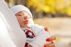 Sleeping little girl on mother's hands Royalty Free Stock Photos