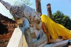 Sleepping buddha staty Arkivbilder
