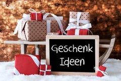 Sleigh avec des cadeaux, neige, Bokeh, Geschenk Ideen signifie des idées de cadeau Photographie stock