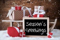 Sleigh avec des cadeaux, neige, flocons de neige, texte assaisonne des salutations Photo stock