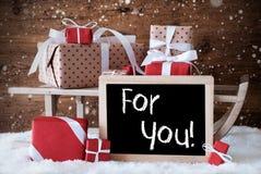 Sleigh avec des cadeaux, neige, flocons de neige, texte pour vous Photographie stock libre de droits