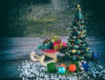 Sleigh avec un arbre de Noël Image libre de droits