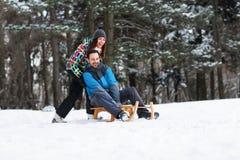 Sleigh ensemble au jour d'hiver de neige Images stock