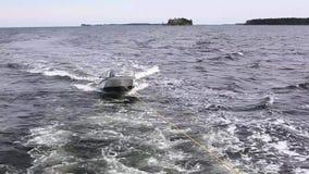 Slepende boot of rubberboot stock videobeelden