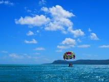 Slepende op zee paraplu Royalty-vrije Stock Afbeelding