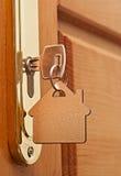 Sleutel in een slot royalty-vrije stock foto's