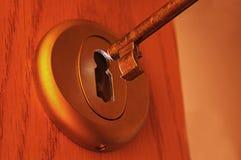 Sleutel en een sleutelgat Stock Foto