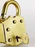 Sleutel in Gouden Hangslot Royalty-vrije Stock Foto