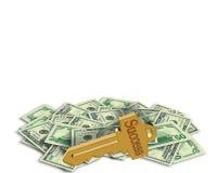 Sleutel tot Succes op grafische stapel van geld Stock Foto's