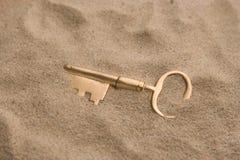 Sleutel in zand Stock Fotografie