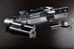 Sleutelgat, sleutel en slot stock afbeeldingen