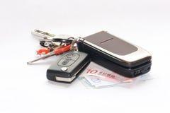 Sleutels en celtelefoon Stock Afbeeldingen