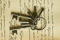 Sleutels en manusckript stock afbeelding