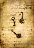 Sleutels op muziekblad Stock Foto's