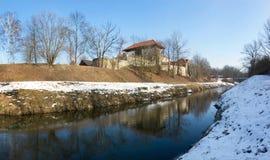 Slezskoostravsky hradslott med den Lucina strömmen, Tjeckien Royaltyfri Bild