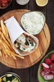 Slågen in smörgås för gyroskop pitabröd Royaltyfri Foto