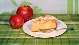 Slice of apple pie with apples on the green tablec Stock Photography