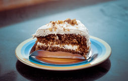 Slice of carrot cake with cheese cream frosting and almonds flak. Es Royalty Free Stock Photography