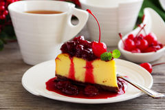 Slice of cheesecake with strawberries Royalty Free Stock Photos