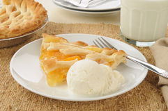 Slice of peach pie with ice cream Stock Photography