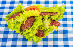 Sliced ​​smoked sausage, tomatoes, lettuce Stock Photography