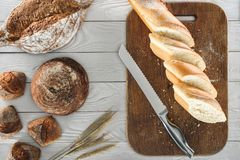 Sliced baguette and knife Royalty Free Stock Photography