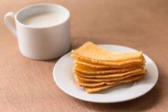 Sliced crispy bread in white ceramic dish. Stock Photos