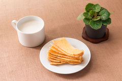 Sliced crispy bread in white ceramic dish. Royalty Free Stock Photos