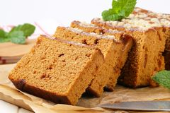 Sliced gingerbread loaf Royalty Free Stock Photography