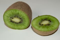 sliced-kiwi Royalty Free Stock Photos