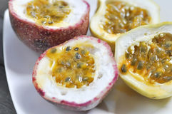 Sliced passion fruit Royalty Free Stock Photography