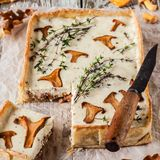 Chanterelle and Thyme Tart Royalty Free Stock Photos