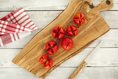 Sliced tomatoes on chopping board Stock Photography