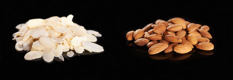 Sliced and whole almonds Royalty Free Stock Photography