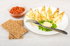 Slices of baked potatoes with mayonnaise and leek, crispbread, k Royalty Free Stock Photography