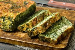 Slices of spinach bread. On wooden cutting board, close up Royalty Free Stock Images