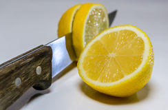 Slicing lemon Royalty Free Stock Images