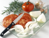 Slicing a tomato Royalty Free Stock Photos