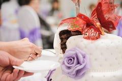 Slicing the wedding cake Stock Photography