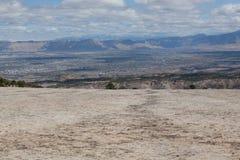 Slickrock hylla med sikt av den storslagna dalen Royaltyfri Bild