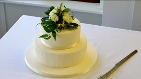 Slider shot zoom in to a beautiful wedding cake. A slider shot zoom in to a beautiful wedding caken stock video footage