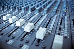 Slideres de mistura audio da placa imagem de stock royalty free