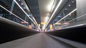 Οριζόντια κυλιόμενη σκάλα στις λεπτομέρειες αερολιμένων ενός slidewalk, στοκ εικόνες με δικαίωμα ελεύθερης χρήσης
