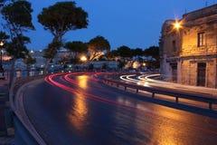 Sliema,马耳他海滨广场街道在夜间。 库存图片