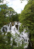 Slik van de Noord- dalingenwaterval betws y coëducatie- Wales Stock Foto's