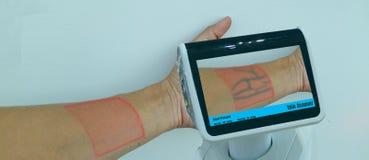 Slim medisch technologieconcept het technologiegebruik met kunstmatige intelligentie met vergrote gemengde virtuele werkelijkheid stock foto's