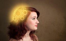 Slim meisje die met een machine hoofdillustratie denken Stock Afbeelding