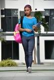 Slim Mooi Filipina Girl Student Walking stock afbeelding