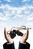 Slim visieconcept, Binoculaire in hand Stock Foto