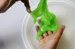 Slime πατέ ελαστικό και ιξώδες σε ετοιμότητα παιδιών ` s στοκ φωτογραφίες με δικαίωμα ελεύθερης χρήσης